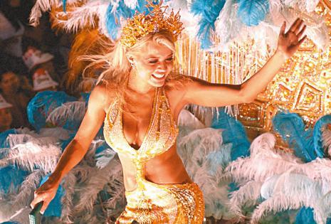 Maricruz fue una de las reinas de Carnaval más recordadas. Es la única que lució esa corona siendo casada. Nadie sabía de su boda
