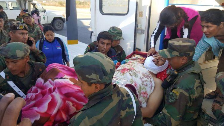 Imágenes del accidente en la carretera Apolo-La Paz. Foto: FF.AA.