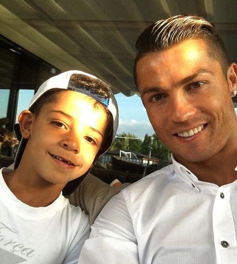 Cristiano Ronaldo y su hijo. Foto: Instagram