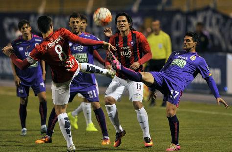 Los ataques de Real fueron constantes, pero no tuvo gol (Foto: AFP).