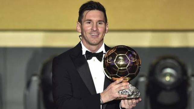 Messi alza en enero su FIFA Balón de Oro al mejor jugador de 2015. (Foto: AFP)