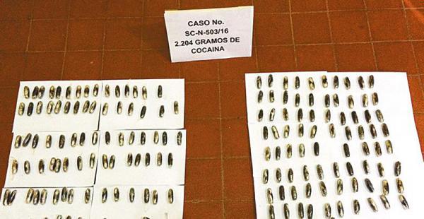 Narcocápsulas que dos sujetos llevaban a la frontera brasileña