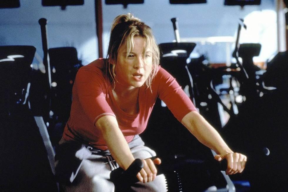 Bridget suda la gota gorda en el gimnasio en un intento desesperado por ajustarse a los exigentes cánones de belleza impuestos por la sociedad.