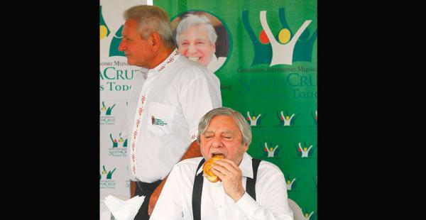 Rubén Costas y Percy Fernández estuvieron juntos para la campaña contra el Zika. Ahora se enfrentarán en las urnas