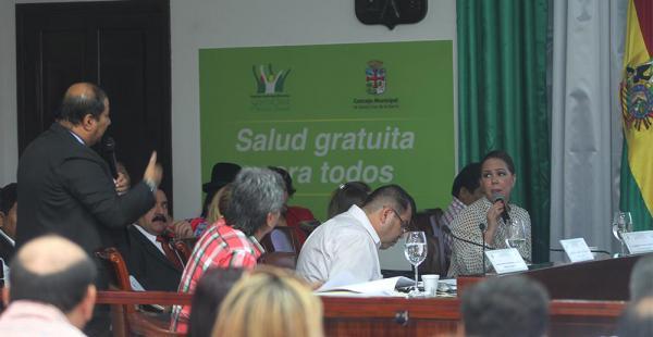 Durante más de tres horas, José Negrete expuso el informe de la auditoría ante el Concejo Municipal
