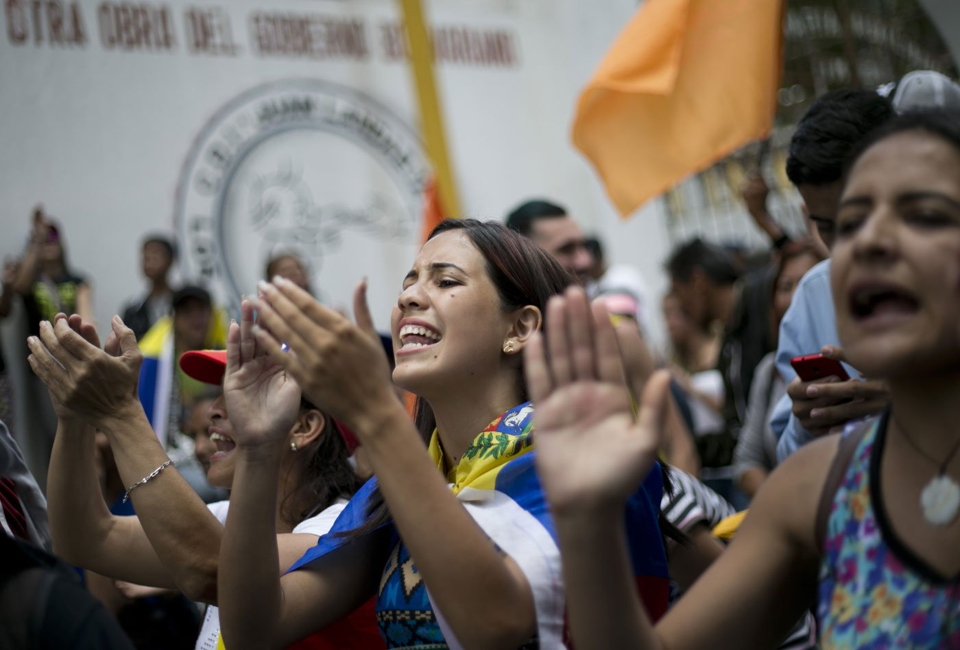 Manifestantes gritan consignas contra el presidente venezolano Nicolas Maduro en Los Teques en las afueras de Caracas, Venezuela, el miércoles 7 de septiembre de 2016 (AP Foto/Ariana Cubillos)