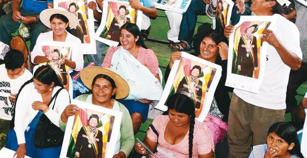 Los cocaleros, la principal base política de Evo Morales, lo quieren en la Presidencia por otro periodo