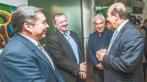 Gonzales (centro) se reunió el miércoles 28 de septiembre con contralores de la región