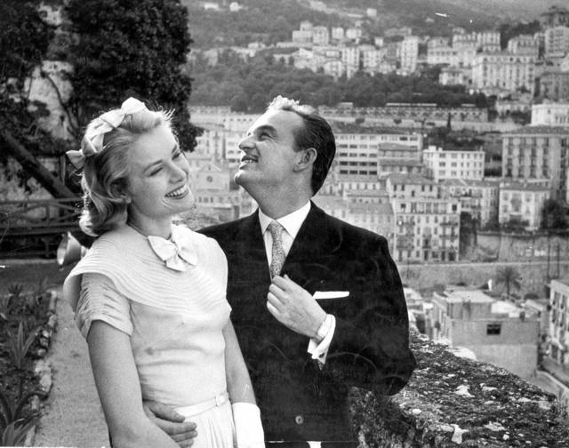 Grace Kelly y Rainiero de Mónaco, felices antes de sufrir la maldición.