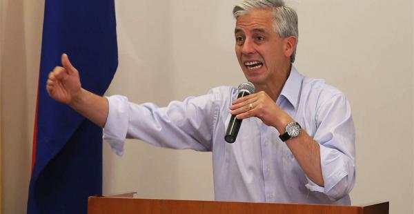 Álvaro García Linera convocó a los masistas a ocupar los espacios de medios de comunicación. Lo dijo en un encuentro de mujeres del partido