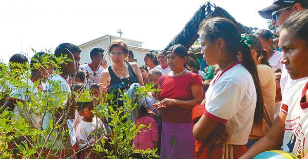 Las emprendedoras de la comunidad Santa Rita se alistan para participar en el festival del fin de semana