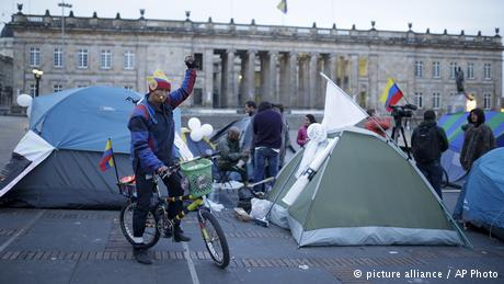 Kolumbien -Bogota - Reaktionen nach der Nobelpreisverleihung an Juan Manuel Santos (picture alliance / AP Photo)