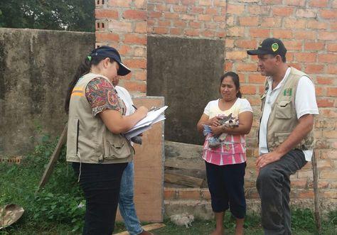 Personal durante la entrega de los felinos en la provincia Exaltación. Foto: COE