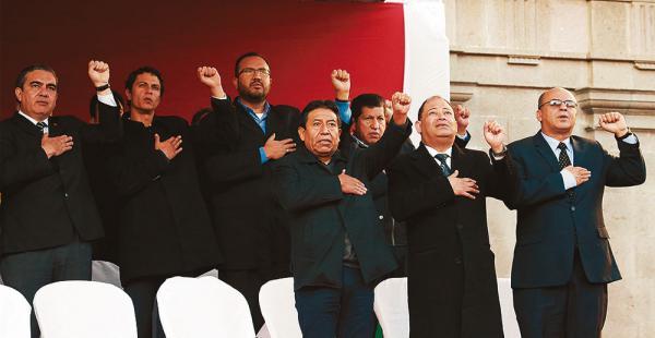 Los colaboradores del presidente Morales están preparados para recibir una llamada en cualquier hora