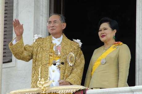 El rey de Tailandia junto a la reina
