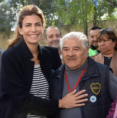 Días atrás, Juliana Awada viajó a Chubut y estuvo con Carolina Stanley en un club de jubilados.