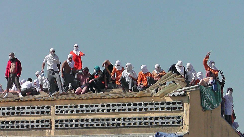 El techo del penal de Cascavel, al sur de Brasil, en otro motín en 2014.