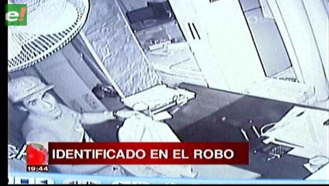 Cámaras registran robo en una tienda en la Tres Pasos al Frente