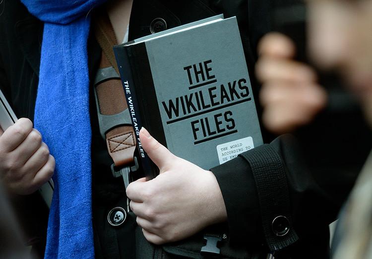 Fiscal sueca interroga Assange en la embajada de Ecuador en Londres