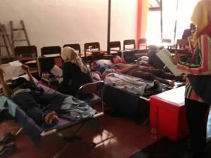 Suasana donor darah UKM Carefa di Pelataran UKM FH-UH, Rabu (17/5). Kas