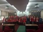 Foto bersama 34 orang pengurus BEM periode 2017-2018 di ruang Promosi Doktor FH-UH, Selasa (14/11). Ndo