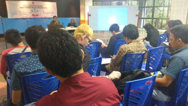 Kegiatan DJD-PCA LPMH-UH di Pelataran Rektorat lantai1 Unhas pada Sabtu (24/2). Rst