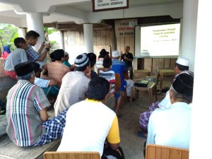 Mahasiswa KKN Desa Ulugalung Adakan Pelatihan Budidaya Cacing. Minggu (29/7)