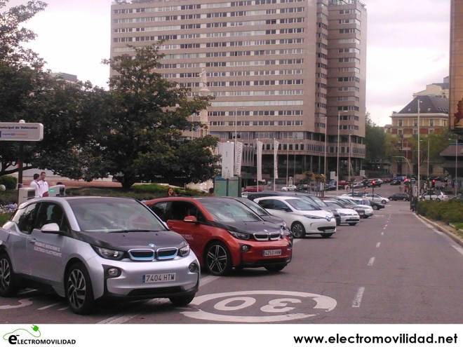 coches eléctricos en madrid, bmw i3, nissan LEAF, renault ZOE, renault Twizy, Nissan e-NV200, plaza de colón, paseo de la castellana, movilidad eléctrica