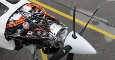 Aviones con motor eléctrico y propulsión híbrida. proyecto HYPSTAIR, sistema está pensado para impulsar la hélice en aviones con motor eléctrico. Con este sistema, la energía eléctrica se puede extraer de una batería (recargable durante el vuelo) o bien de un generador instalado a bordo alimentado con combustible.. Avión eléctrico.