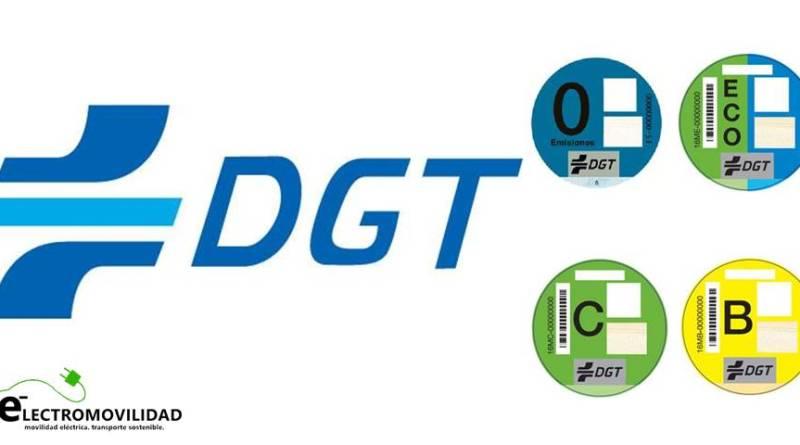 La DGT clasificará los vehículos según su potencial contaminante. etiquetas de la DGT para vehículos eficientes. Coches eléctricos pegatina DGT