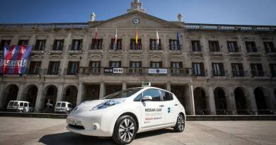 Nissan cede un LEAF a la Asociación Alavesa del Taxi