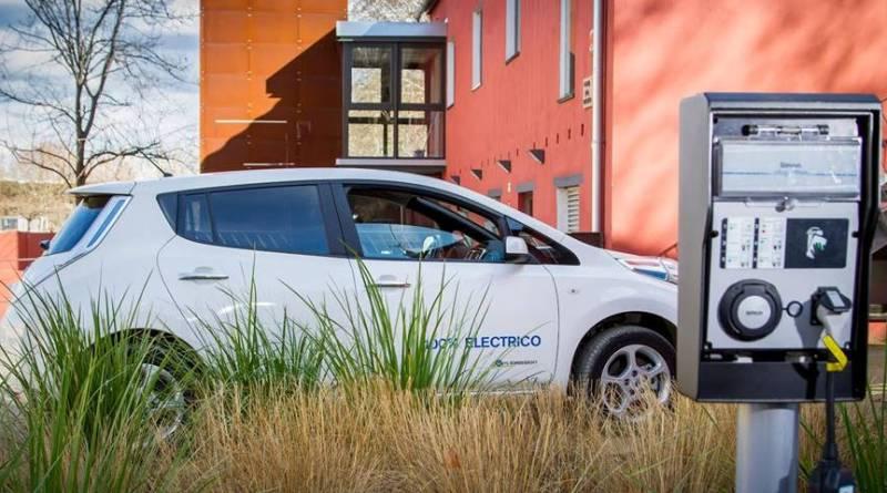 Santa Perpetua de Mogoda bonificará y ofrecerá descuentos al vehículo eléctrico. Encuentro de representantes de movilidad eléctrica en el CREVE. Santa Perpètua capital del vehículo eléctrico