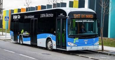 La EMT estrena la primera linea de autobuses eléctricos en Madrid. La EMT compra 15 autobuses eléctricos Irizar i2e