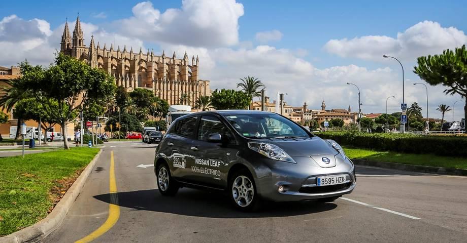 Todos los coches de alquiler serán eléctricos en 2030