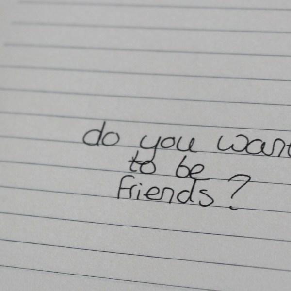 5 tips: Hoe maak je vrienden in een nieuwe groep mensen?