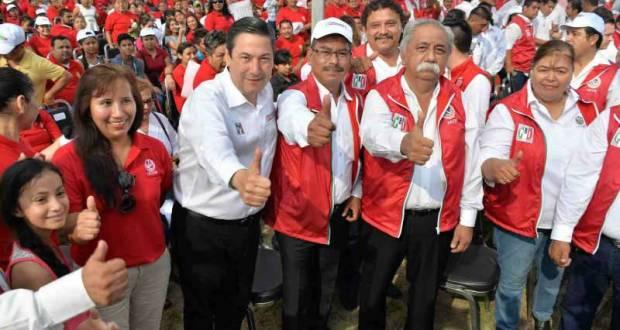 Baltazar Hinojosa en una reunión con sindicatos adheridos a la CTM.