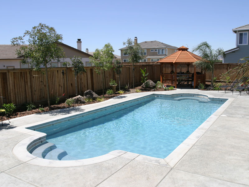 how to choose the best fiberglass pool for your family