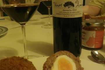 Vinos Ambiz Garnacha 2010 with Scotch eggs