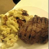 Steak-and-mac-and-cheese.jpg