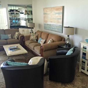 Destin vacation condo rental living room view