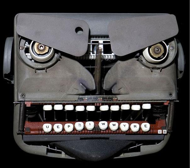 θυμωμένη γραφομηχανή