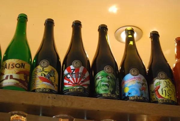 Botellas de cerveza de Moeder Lambic en Bruselas