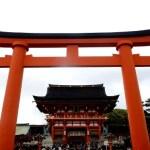 Fotos del Fushimi Inari de Kioto, torii y edificio principal