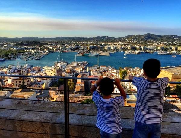 Fotos viaje a Ibiza con Balearia, Teo y Oriol en el Dalt Vila
