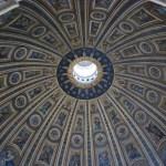 Interior de la cúpula de la Basílica de San Pedro en el Vaticano