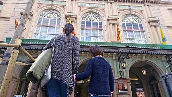 Fotos de Barcelona con niños, Las Ramblas y el Liceo