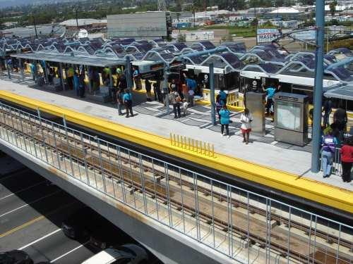 Un aspecto de la estación La Ciénega/Jefferson alrededor de la 1 de la tarde. (Foto José Ubaldo/El Pasajero).