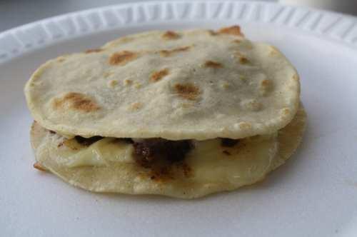 Mulitas, uno de los antojitos más populares en Tacos El Gavilán (Foto de Agustín Durán/El Pasajero).