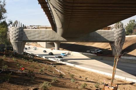 Muy bonita fotografía que nos envió por correo electrónico este mediodía la Gold Line Construction Authority, la agencia que construye la extensión de la Línea Dorada de Pasadena a Azusa.