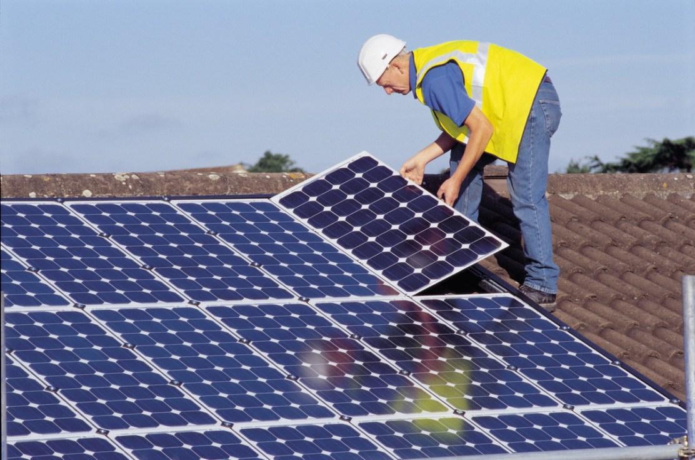 Ponerse paneles solares en casa no será beneficioso con el actual proyecto de decreto.